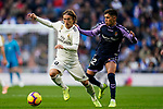 Luka Modric of Real Madrid (L) fights for the ball with Leonardo Gabriel Suarez, Leo Suarez, of Real Valladolid during the La Liga 2018-19 match between Real Madrid and Real Valladolid at Estadio Santiago Bernabeu on November 03 2018 in Madrid, Spain. Photo by Diego Souto / Power Sport Images
