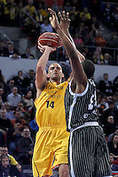 Herbalife Gran Canaria's Xavi Rey (l) and Uxue Bilbao Basket's Lamont Hamilton during Spanish Basketball King's Cup match.February 07,2013. (ALTERPHOTOS/Acero)