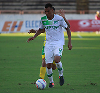 NEIVA - COLOMBIA - 16 - 07 - 2017: Edinson Palomino (Der.) jugador de Atletico Huila disputa el balón con Christian Rivera (Izq.) jugador de Deportivo Cali, durante partido entre Atletico Huila y Deportivo Cali, de la fecha 2 por la Liga Aguila II 2017 en el estadio Guillermo Plazas Alcid de Neiva. / Edinson Palomino (R), player of Atletico Huila vies for the ball with Christian Rivera (L) player of Deportivo Cali, during a match of the date 2nd for the Liga Aguila II 2017 at the Guillermo Plazas Alcid Stadium in Neiva city. Photo: VizzorImage  / Sergio Reyes / Cont.