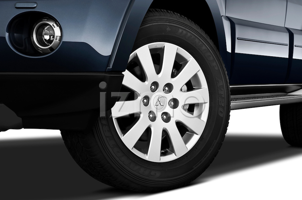 Tire and wheel close up detail view of a 2009 Mitsubishi Pajero InStyle 5 Door SUV