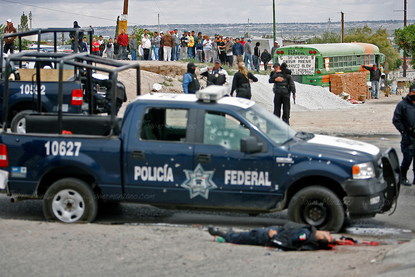 Four Federal Police officers, one female Municipal Police and one civilian were killed outside a gasoline station on the corner of Santiago Troncoso and Durango Ave. in Ciudad Juarez on the afternoon of April 23, 2010. Another woman who was tending to her local business and a Federal Police officer where wounded and transferred to a nearby hospital. According to witnesses, a total of four vans packed with 30 shooters, closed in on the officers with high caliber weapons and opened fire on them around 12:30 pm. .©Javier Manzano