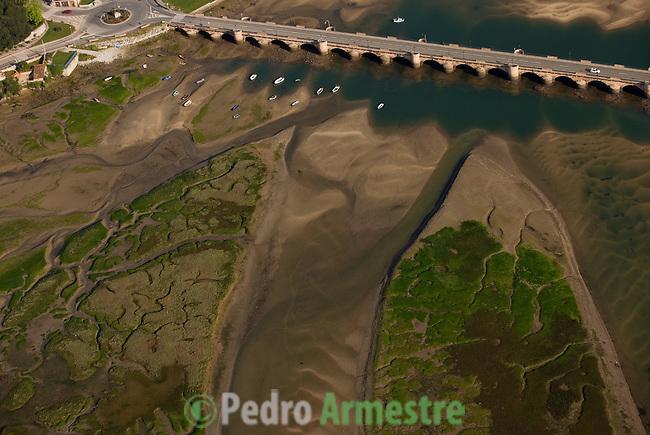 RIA DE SAN VICENTE DE LA BARQUERA-PUENTE DE LA MAZA-CANTABRIA. 2008-04-16. (C) Pedro ARMESTRE