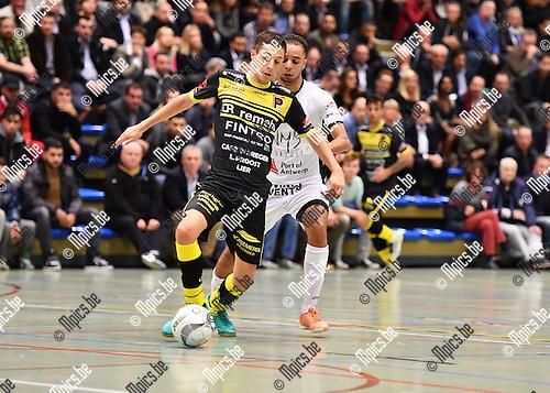 2016-10-14 / Futsal / Seizoen 2016-2017 / FT Antwerpen - Lier / Adriano Chiaravalle (Lier) met Mohamed Darri in de rug<br /> <br /> ,Foto: Mpics.be