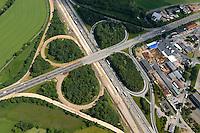 4415/Strassenbau:EUROPA, DEUTSCHLAND, NIEDERSACHSEN 08.06.2005:Autobahnkreuz A1 A250 Maschen, Bundeasautobahn,   Stassenbau, Ausbau, Umbau, Deckenerneuerung, acht, Luftaufnahme, Luftbild,  Luftansicht