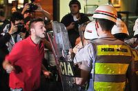 PROTESTO CONTRA AUMENTO TARIFA -Confronto de policiais e manifestantes na Av. Paulista  região central de São `Paulo durante  protesto contra o aumento da tarifa de ônibus para R$3,20,na noite  desta quinta - feira (13).FOTO ALE VIANNA - BRAZIL PHOTO PRESS