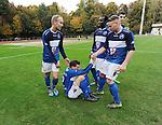 2015-10-25 / Voetbal / Seizoen 2015-2016 / FC Turnhout - KV Vosselaar / Niels Van de Vel scoorde de 2-1 en wordt rechtgeholpen door zijn ploegmaats nadat ze allemaal op hem waren gaan liggen.<br /><br />Foto: Mpics.be