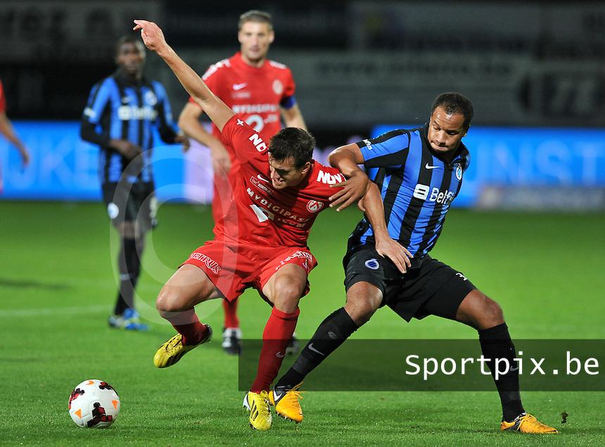 KV Kortrijk - Club Brugge KV : Vadis Odjidja (rechts) haalt Ivan Santini neer (links)<br /> foto VDB / Bart Vandenbroucke