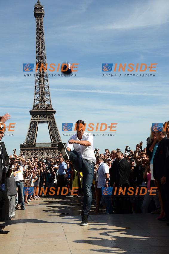 Presentazione di Zlatan Ibrahimovic (PSG) sotto la Tour Eiffel.Parigi 18/7/2012 .Foto Insidefoto / Anthony Bibard / FEP / Panoramic