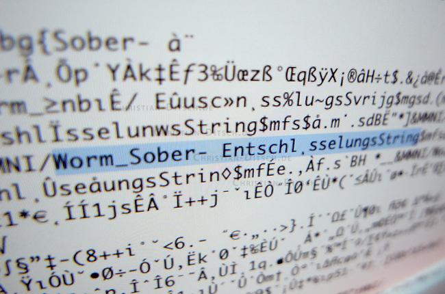 Programmcode eines sogenannten &quot;Sober-Wurm&quot;-Virus der als Datei &quot;Daten_788.pif&quot; verschickt wurde.<br /> Viren dieser Art werden oft mit gefaelschten Absendern verschickt. Dem eMail-Empfaenger wird in der eMail z.B. mitgeteilt, dass sich seine Online-Bank Daten geaendert haetten.<br /> Wird diese Datei von unbedarften Computeranwendern geoeffent, kann grosser Schaden auf dem Computer entstehen.<br /> 20.12.2004, Berlin<br /> Copyright: Christian-Ditsch.de<br /> [Inhaltsveraendernde Manipulation des Fotos nur nach ausdruecklicher Genehmigung des Fotografen. Vereinbarungen ueber Abtretung von Persoenlichkeitsrechten/Model Release der abgebildeten Person/Personen liegen nicht vor. NO MODEL RELEASE! Nur fuer Redaktionelle Zwecke. Don't publish without copyright Christian-Ditsch.de, Veroeffentlichung nur mit Fotografennennung, sowie gegen Honorar, MwSt. und Beleg. Konto: I N G - D i B a, IBAN DE58500105175400192269, BIC INGDDEFFXXX, Kontakt: post@christian-ditsch.de<br /> Bei der Bearbeitung der Dateiinformationen darf die Urheberkennzeichnung in den EXIF- und  IPTC-Daten nicht entfernt werden, diese sind in digitalen Medien nach &sect;95c UrhG rechtlich geschuetzt. Der Urhebervermerk wird gemaess &sect;13 UrhG verlangt.]