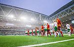 Stockholm 2014-09-21 Fotboll Superettan Hammarby IF - Syrianska FC :  <br /> Vy &ouml;ver Tele2 Arena med &ouml;ppet tak n&auml;r spelarna i Hammarby och Syrianska g&aring;r in p&aring; planen inf&ouml;r matchen  som spelades i ett regnv&auml;der <br /> (Foto: Kenta J&ouml;nsson) Nyckelord:  Superettan Tele2 Arena Hammarby HIF Bajen Syrianska FC SFC inomhus interi&ouml;r interior regn regnar regnv&auml;der v&auml;der