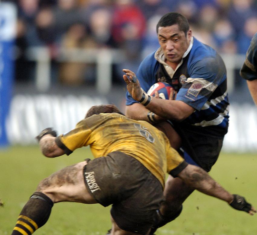 Photo: Richard Lane..Bath Rugby v London Wasps. Zurich Premiership..07/02/2004..Isaac Feau'nati attacks.