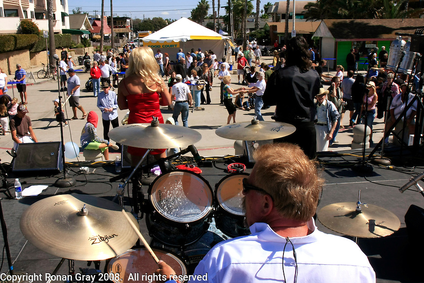 Saturday, October 11, 2008.  Pacific Beach, San Diego, USA.  Visitors to the 2008 Pacific Beach enjoy the music of the Corvettes under clear skies and unusually strong breezes.