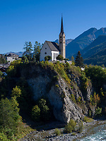 spätgotische Kirche  St. Georg, Inn,  Unterdorf, Scuol, Unterengadin, Graubünden, Schweiz, Europa<br /> late Gothic Church St. George, River Inn in Scuol Unterdorf,  Scuol Valley, Engadine, Grisons, Switzerland