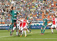 S&Atilde;O PAULO,SP, 14 JANEIRO 2011 - AMISTOSO PALMEIRAS X AJAX (HOL)<br /> Valdivia Durante  partida entre as equipes do Palmeiras X Ajax (hol) realizada no  Est&aacute;dio Paulo Machado de Carvalho (Pacaembu) na zona oeste de S&atilde;o Paulo, neste Sabado (14). (FOTO: ALE VIANNA - NEWS FREE).