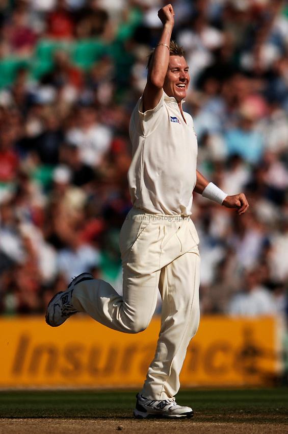 Photo: Glyn Thomas..England v Australia. nPower Test Series. The Ashes 2005..09/09/2005..Australia's Brett Lee celebrates taking the wicket of Geraint Jones.