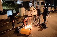 SAO BERNARDO DO CAMPO, SP,01 de julho 2013- Protetso do passe livre em Sao Bernado do Campo termina em confronto com a Policia Militar no Paco Municipal na Av Senador Vergueiro colocam fogo em lixo  ADRIANO LIMA / BRAZIL PHOTO PRESS).