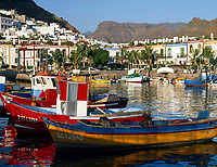 Spanien, Kanarische Inseln, Gran Canaria, Puerto de Mogan: moderner Ort im altkanarischen Stil, Fischerboote | Spain, Canary Island, Gran Canaria, Puerto de Mogan: modern village, old-canarian style, fishing boats
