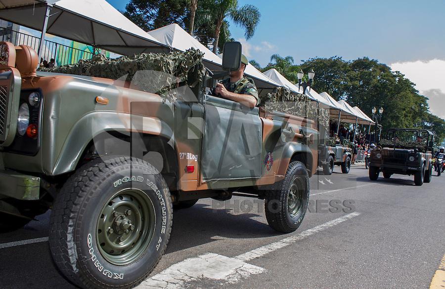 CURITBA, PR, 07.09.2013 - 7 DE SETEMBRO / Aconteceu na manha desde sábado (7), o tradicional desfile de 7 de setembro na capital paranaense, cerca de 5 mil pessoas participaram do ato. Paulo Lisboa/Brazil Photo Press).