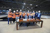 SCHAATSEN: HEERENVEEN: IJsstadion Thialf, 08-06-15, Ver(nieuw)bouw, Thialf /KNSB ondertekening, v.l.n.r.: Cees Roozemond (voorzitter Raad van Commissarissen Thialf BV), Eelco Derks (directeur Thialf BV), Paul Sanders (algemeen directeur KNSB) en Roel Dekker (voorzitter algemeen bestuur KNSB), ©foto Martin de Jong