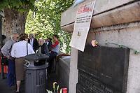 Roma 12 Maggio 2011.Ponte Garibaldi.Associazione di amici amiche e compagni/e ricordano l'uccisione di Giorgiana Masi avvenuta il 12 Maggio 2011 durante un corteo per per l'anniversario del referendum sul divorzio..Nelle foto la pagina di Lotta Continua