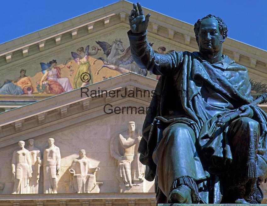 Deutschland, Bayern, Oberbayern, Muenchen: Koenig Max II. Joseph Denkmal vorm National Theater   Germany, Bavaria, Upper Bavaria, Munich: King Maximilian II. Joseph in front of National Theatre (Opera House)