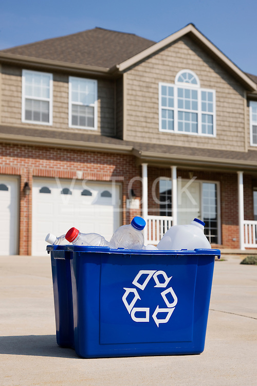 USA, Illinois, Metamora, Recycling bin in front of house