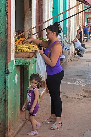 Buying plantains, Centro Habana
