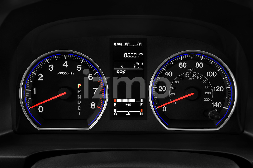 Instrument panel close up detail view of a 2008 Honda CRV