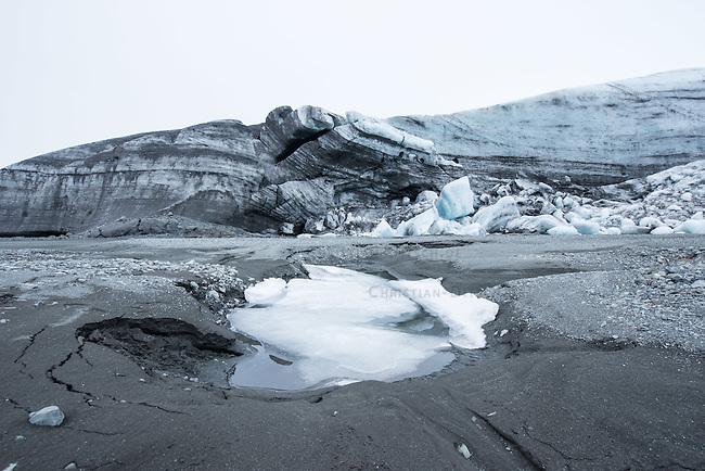 Der Breidamerkurjoekull-Gletscher, ein Teil des Vatnafjallajoekull-Gletscher in der Naehe von Reynivellir.<br /> The Breidamerkurjoekull glacier, a part of the Vatnafjallajoekull glacier near Reynivellir.<br /> 21.3.2016, Reynivellir/Island<br /> Copyright: Christian-Ditsch.de<br /> [Inhaltsveraendernde Manipulation des Fotos nur nach ausdruecklicher Genehmigung des Fotografen. Vereinbarungen ueber Abtretung von Persoenlichkeitsrechten/Model Release der abgebildeten Person/Personen liegen nicht vor. NO MODEL RELEASE! Nur fuer Redaktionelle Zwecke. Don't publish without copyright Christian-Ditsch.de, Veroeffentlichung nur mit Fotografennennung, sowie gegen Honorar, MwSt. und Beleg. Konto: I N G - D i B a, IBAN DE58500105175400192269, BIC INGDDEFFXXX, Kontakt: post@christian-ditsch.de<br /> Bei der Bearbeitung der Dateiinformationen darf die Urheberkennzeichnung in den EXIF- und  IPTC-Daten nicht entfernt werden, diese sind in digitalen Medien nach &sect;95c UrhG rechtlich geschuetzt. Der Urhebervermerk wird gemaess &sect;13 UrhG verlangt.]