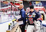 S&ouml;dert&auml;lje 2014-10-23 Ishockey Hockeyallsvenskan S&ouml;dert&auml;lje SK - Malm&ouml; Redhawks :  <br /> S&ouml;dert&auml;ljes m&aring;lvakt Sebastian Idoff ser nedst&auml;md ut n&auml;r han g&aring;r mot omkl&auml;dningsrummet efter matchen mellan S&ouml;dert&auml;lje SK och Malm&ouml; Redhawks <br /> (Foto: Kenta J&ouml;nsson) Nyckelord: Axa Sports Center Hockey Ishockey S&ouml;dert&auml;lje SK SSK Malm&ouml; Redhawks depp besviken besvikelse sorg ledsen deppig nedst&auml;md uppgiven sad disappointment disappointed dejected portr&auml;tt portrait