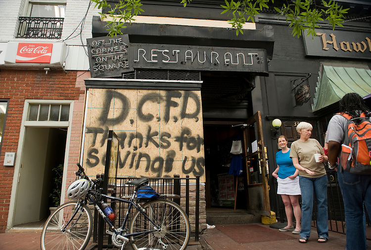 UNITED STATES - JUNE 27:  The Tune Inn on Pennsylvania, Avenue SE, remains closed due to a fire in the kitchen on June 22.  Most the the damage was limited to the kitchen.  (Photo By Tom Williams/Roll Call)