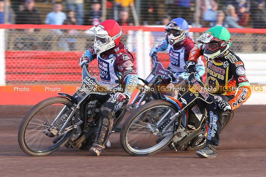 Heat 6: Lee Richardson (red), Peter Karlsson (green) and Kauko Nieminen - Sky Sports Elite League Speedway at Arena Essex Raceway, Purfleet, Essex - 24/06/09- MANDATORY CREDIT: Gavin Ellis/TGSPHOTO - Self billing applies where appropriate - 0845 094 6026 - contact@tgsphoto.co.uk - NO UNPAID USE.