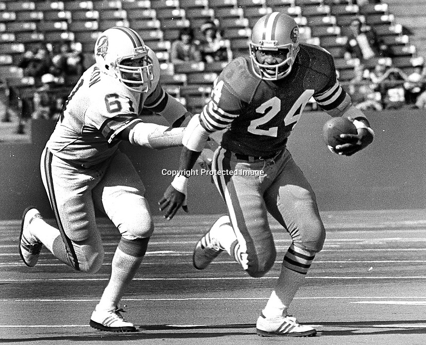 S.F. 49er Delvin Williams with Tampa Bay Buccaneers Dewey Selmon.<br />