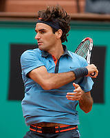 Roger Federer (SUI) (2) against Jose Acasuso (ARG) in the second round of the Men's Singles. Federer beat Acasuso 7-6 5-7 7-6 6-2..Tennis - French Open - Day 5 - Wed 28th May 2009 - Roland Garros - Paris - France..Frey Images, Barry House, 20-22 Worple Road, London, SW19 4DH.Tel - +44 20 8947 0100.Cell - +44 7843 383 012