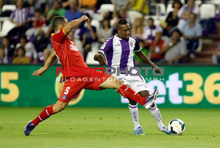 Real Valladolid¬¥s Bergdich (r) and Getafe's Mehdi Lacen during La Liga match.August 31,2013. Foto © nph / Victor Blanco)