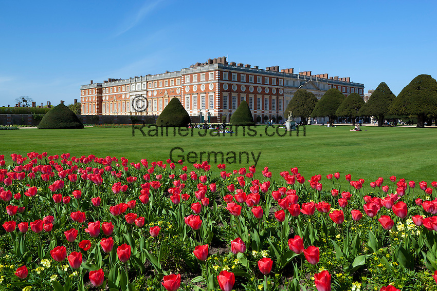 Great Britain, England, London: Hampton Court Palace, the baroque palace designed by Sir Christopher Wren | Grossbritannien, England, London: Hampton Court Palace designed von Sir Christopher Wren