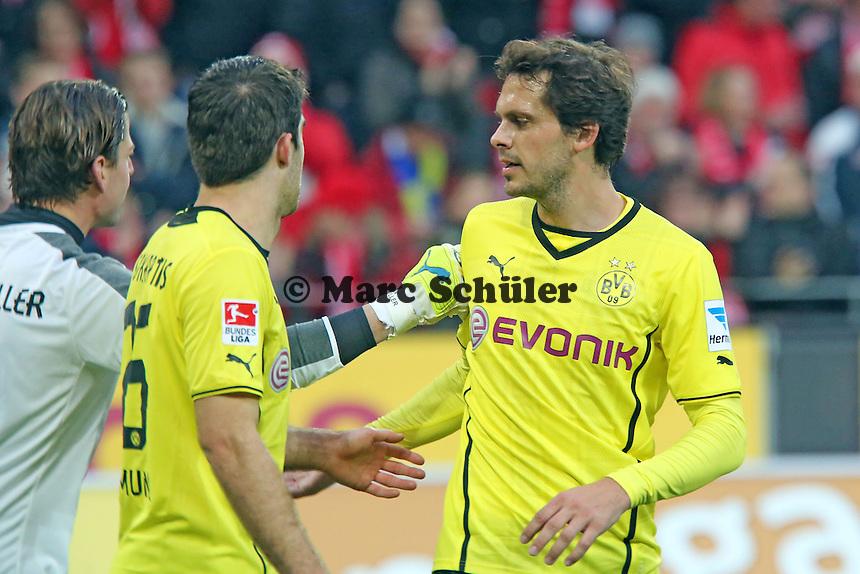 Roman Weidenfeller bedankt sich bei Manuel Friedrich (BVB) - 1. FSV Mainz 05 vs. Borussia Dortmund, Coface Arena, 14. Spieltag