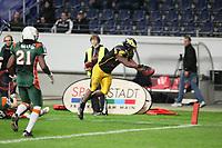 Talib Wise (Berlin) springt in die Endzone und verliert den Ball - Touchback statt Touchdown