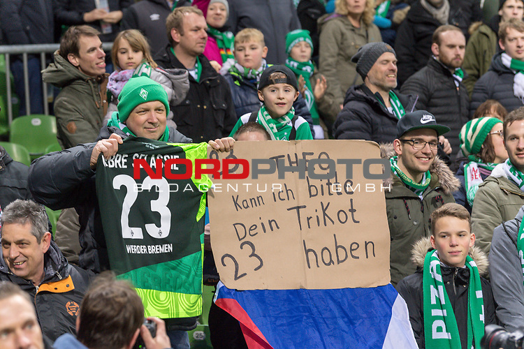 10.02.2019, Weser Stadion, Bremen, GER, 1.FBL, Werder Bremen vs FC Augsburg, <br /> <br /> DFL REGULATIONS PROHIBIT ANY USE OF PHOTOGRAPHS AS IMAGE SEQUENCES AND/OR QUASI-VIDEO.<br /> <br />  im Bild<br /> <br /> Theo verschenkte sein Trikot an diesen kleinen Jungen<br /> <br /> Foto © nordphoto / Kokenge