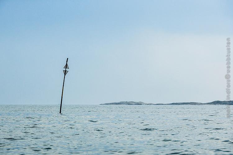 Sjömärke vid havet utanför Sandhamn i Stockholms skärgård.