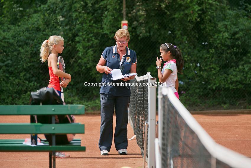 August 4, 2014, Netherlands, Dordrecht, TC Dash 35, Tennis, National Junior Championships, NJK,  Kiki Rijk (L) the Umpire  and Samito Mallo<br /> Photo: Tennisimages/Henk Koster