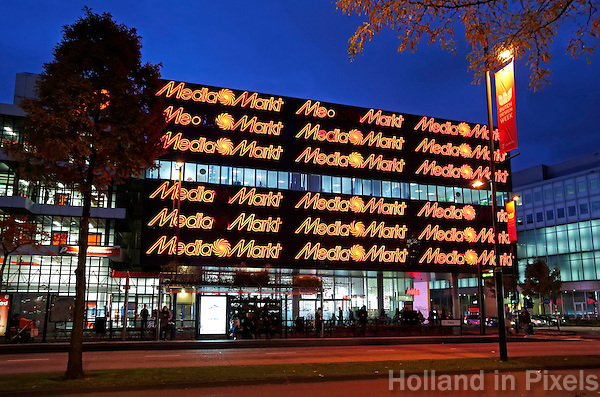 Nederland Eindhoven  2015.  Centrum van Eindhoven. Gevel van de Mediamarkt. Foto Berlinda van Dam / Hollandse Hoogte