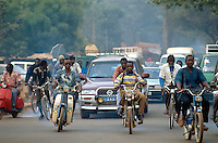 Mali. Bamako. Early morning traffic. Cars, motorbike and bikes. Pollution. People on their way to work. © 1997 Didier Ruef