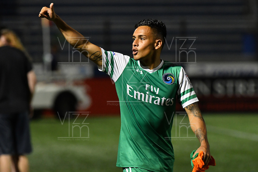 HEMPSTEAD - USA. 13-07-2016: David Diosa jugador del New York Cosmos autor del segundo gol de su equipo saluda al público después del encuentro entre New York Cosmos y Jacksonville Armada FC por la temporada de otoño 2016 de la North American Soccer League (NASL) jugado en el estadio James M. Shuart Stadium de la ciudad de Hempstead, NY./ David Diosa player of New York Cosmos author of the second goal of his team greet the public after the match between New York Cosmos and Jacksonville Armada FC for the fall season 2016 of the  North American Soccer League (NASL) played at James M. Shuart Stadium in Hempstead, NY. Photo: VizzorImage/ Gabriel Aponte / Staff