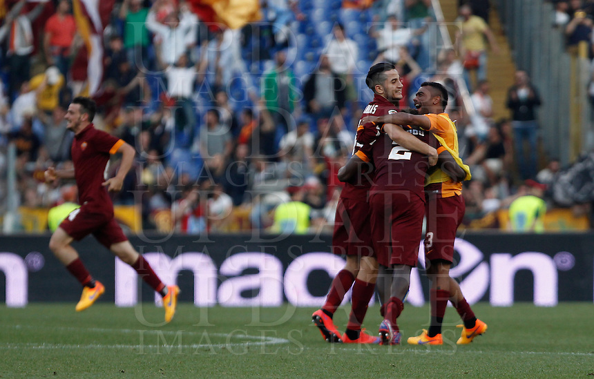 Calcio, Serie A: Lazio vs Roma. Roma, stadio Olimpico, 25 maggio 2015.<br /> Roma&rsquo;s Mapou Yanga-Mbiwa, second from right, celebrates with teammates at the end of the Italian Serie A football match between Lazio and Roma at Rome's Olympic stadium, 25 May 2015. Roma won 2-1.<br /> UPDATE IMAGES PRESS/Isabella Bonotto
