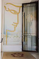 Europe/France/Provence-Alpes-Côte d'Azur/06/Alpes-Maritimes/ St Jean Cap Ferrat : Hôtel: La Voile d'Or, l'entrée avec la mosaîque représentant Cocteau