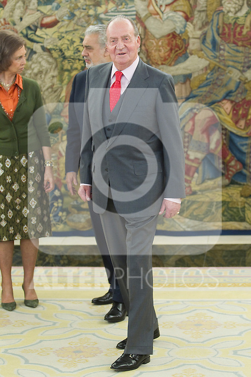 King Juan Carlos of Spain and Queen Sofia of Spain  receive Placido Domingo and his wife Marta Ornellas at Zarzuela Palace on January 19, 2011 in Madrid, Spain. ..Photo: Cesar Cebolla / ALFAQUI