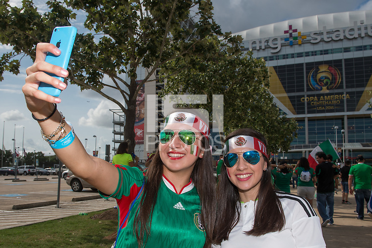 Photo before the match Mexico vs Venezuela, Corresponding to Group -C- America Cup Centenary 2016 at NRG Stadium.<br /> <br /> Foto previo al partido Mexico vs Venezuela,  Correspondiente al Grupo -C- de la Copa America Centenario 2016 en el Estadio NRG, en la foto: Fans<br /> <br /> <br /> 13/06/2016/MEXSPORT/Jorge Martinez.