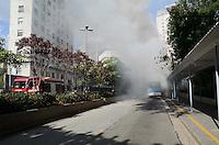 SAO PAULO, SP, 14.11.2013 - Dois garotos entraram em um onibus e mandou descer o motorista e o cobrador logo apos atearam fogo no coletivo no terminal Bandeiras centro de São Paulo, nesta sexta-feira, 15. (Foto: Adriano Lima / Brazil Photo Press)