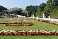 Park und Gloriette der sp&auml;tbarocken Sommerresidenz Schloss Sch&ouml;nbrunn, Wien, &Ouml;sterreich, UNESCO-Weltkulturerbe<br />  Park and Gloriette late Baroque summerresidence Schloss Sch&ouml;nbrunn, Vienna, Austria, world heritage